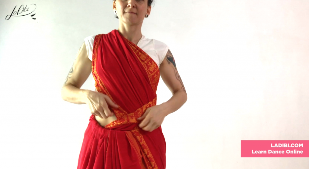 How to tie a Saree for Odissi - LaDibi Academy Online